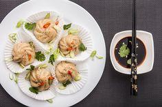 Dim sum krásně vypadají a chutnají jak milovníkům asijské kuchyně, tak tradicionalistům se slabostí pro knedlíčky; Eva Malúšová Dim Sum, Veg Recipes, Cooking Classes, Tofu, Shrimp, Nom Nom, Asian, Breakfast, Vegetarian Recipes