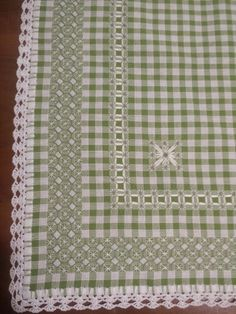 Broderie Suisse ( with crochet border) Tovaglia