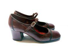 Escarpins babies marron en cuir . Chaussures rétro à talons pour femme . Taille…