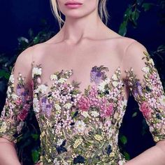 Dreamy wedding gown with embroidered floral bodice // Floral wedding dress inspiration october wedding colors schemes / fall wedding ideas colors october / fall wedding ideas november / fall winter wedding / fall colors for wedding Beautiful Gowns, Beautiful Outfits, Glamour, Floral Fashion, Fashion Design, Princess Wedding, Facon, Elie Saab, Dream Dress