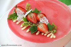 Olen saanut tehdä useampiin juhliin näitä punaherukka-jogurttikakkuja. Pohjat ja koristeet ovat vaihtuneet kakuissa. Tätä reseptiä on m...