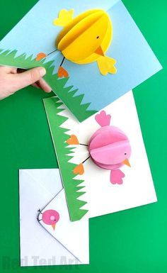 Pop Up Chick Card for Easter Red Ted Art : Cute and Easy Pop Up Chic Cards. We do love a simple pop up card and these chicks are just the ticket. They make great Easter Cards, but can also be adapted for Birthdays or even Valentines popupcards popup c Easter Art, Easter Crafts For Kids, Diy Easter Cards, Easter Stuff, Easter Food, Origami, Tarjetas Diy, Arts And Crafts, Paper Crafts