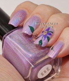 Accent nail with large floral nail art
