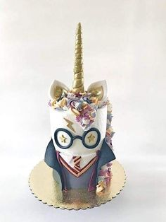 How do you make a unicorn cake more whimsical? Dress her up like Harry Potter! [… How do you make a unicorn cake more whimsical? Dress her up like Harry Potter! Bolo Harry Potter, Gateau Harry Potter, Harry Potter Birthday Cake, Harry Potter Food, Pretty Cakes, Cute Cakes, Beautiful Cakes, Amazing Cakes, Ideas Party