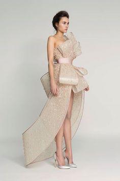 Rami Al Ali Spring 2017 Couture: http://bit.ly/2kTPLPj