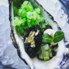 92 mentions J'aime, 3 commentaires – Grégoire Berger (@gregoire.ossiano) sur Instagram : « Huître / Caviar / Gingembre ✔️ #Ossiano #atlantisthepalm #dubai »