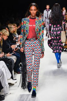 Runway pictures from the Paco Rabanne Spring 2020 Fashion Show. Paris Ready-To-Wear collections, runway looks, models, beauty Big Little Lies, Lily Aldridge, Paco Rabanne, Mean Girls, Lacoste, Victoria Beckham, Miu Miu, T Shirt Branca, Christian Louboutin