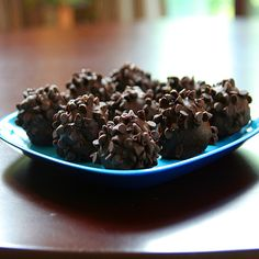 Makes: 20-24 balls Ingredients: 1 cup peanut butter (I used crunchy) 1 1/2 cups graham crackers crumbs ¾ cup mini chocolate chips or Heath bits 1 – 1 ¼ cup chocolate (I used semi-sweet choco…