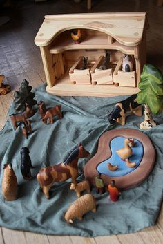 Matteo's Farm Gorgeous -- wooden animal figures by German toy company Buntspechte. I would love to start collecting these for the kiddos. {who are we kidding? Wood Crafts, Kids Crafts, German Toys, Natural Toys, Wooden Animals, Waldorf Toys, Homemade Toys, Montessori Toys, Diy Toys