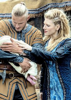 Bjorn (Alexander Ludwig) and Lagertha (Katheryn Winnick) I want to do this hairstyle!!!