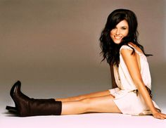 Sophia Bush love her hair Sophia Bush Style, Pretty People, Beautiful People, Beautiful Women, Jesse Spencer, Taylor Kinney, Cute Poses, How To Pose, Dress With Boots