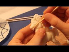 Tutorial: how to make the horse sugar paste - www.sculpturered.com - YouTube