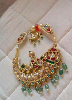 Fulfill a Wedding Tradition with Estate Bridal Jewelry Indian Jewelry Sets, Indian Wedding Jewelry, India Jewelry, Bridal Jewelry, Nose Jewelry, Jewelry Model, Rose Gold Jewelry, Gold Jewellery, Nath Nose Ring