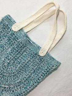 안녕하세요! 토리입니다! 몇주전 사진으로 살짝 보여드렸던 가방의 도안입니다. 글이 굉장히 횡설수설 길 ... Crochet Box, Crochet Clutch, Love Crochet, Knit Crochet, Crochet Market Bag, Handmade Handbags, Knitted Bags, Clutch Purse, Bag Making