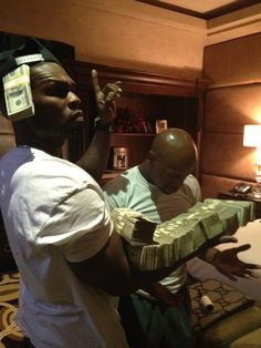 50 Cent and Floyd Mayweather Mo Money, How To Get Money, Make Money Online, Cash Money, 50 Cent, Arte Hip Hop, Money On My Mind, Money Pictures, Money Stacks
