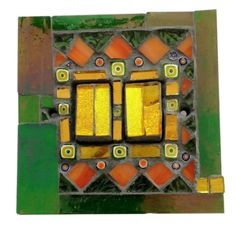 Light switch in green and gold. This 'Fairground' mosaic was hand crafted in Murano and Tiffany stained glass. Size 9 x 9 x 1.5 cm. Please feel free to send me a message on Pinterest for commissions.