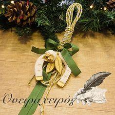 Δώρο για καλή τύχη - κρεμαστό κεραμικό γούρι πέταλο με ρόδι σε κουτί δώρου Christmas Home, Christmas Gifts, Christmas Ornaments, Lucky Charm, Charmed, Holiday Decor, Home Decor, Xmas Gifts, Christmas Presents