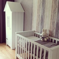 onze babykamer; mint, grijs & wit. steigerhout behang | huis, Deco ideeën