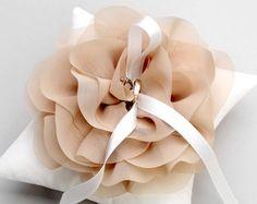 Ringkissen mit Chiffon-Blume