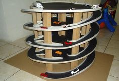 Papermau: Dual Twister Ramp Cardboard Project For Hot Wheels. Wooden Spools, Wooden Toys, Toy Garage, Garage Storage, Woodworking Projects, Diy Projects, Hot Wheels Cars, Cardboard Crafts, Diy Toys