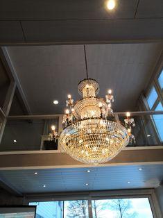 Keltaiset kehittäjät Chandelier, Ceiling Lights, Lighting, Home Decor, Candelabra, Decoration Home, Light Fixtures, Room Decor, Chandeliers