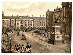 Historical image of Trinity College and College Green in the centre of Dublin and stay in a historical Townhouse Baggot Court B&B Dublin nearby on Baggot Street in Dublin 2 . Ireland Pictures, Old Pictures, Old Photos, Vintage Photos, Vintage Posters, Dublin Street, Dublin City, Trinity College Dublin, Photo Engraving