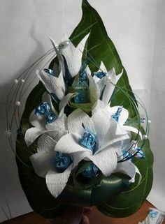 Master class the Lily of sweets / Health Alphabet Gift Bouquet, Candy Bouquet, Chocolate Flowers Bouquet, Candy Arrangements, Chocolate Hampers, Flower Box Gift, Origami Paper Art, Paper Paper, Candy Crafts