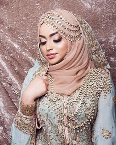 Brides Wearing Hijabs On Their Big Day Look Absolutely Stunning dresses arabic muslim brides bridal hijab Hijab Bride Bridal Hijab Styles, Muslim Wedding Dresses, Muslim Brides, Muslim Women, Bridal Dresses, Indian Muslim Bride, Asian Bride, Dress Wedding, Muslim Fashion