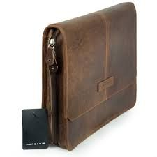 Bei Bag Selection wählen wir die stilvollsten Artikel und das beste handgefertigte Leder für Sie aus. Alle Produkte sind neu und bieten mehrere Jahre Garantie. Document Folder, The Selection, Messenger Bag, Satchel, Leather, Bags, Travel Tote, Suitcase, Laptop Tote