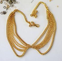 DIY collar necklace.