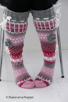 Perhelifestylepainotteinen blogi, jossa sisustetaan, ommellaan, tehdään käsitöitä ja hullaannutaan lastenvaatteisiin. Leg Warmers, Socks, Knitting, Felting, Crochet, Villa, Crafts, Craft Ideas, Accessories