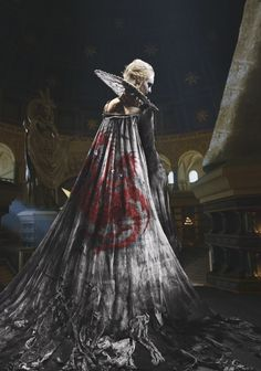 was the sister-wife, and queen of King Aerys II. She was the mother of Rhaegar, Viserys, and Daenerys Targaryen, and died in childbirth with Dany. Game Of Thrones Brasil, Arte Game Of Thrones, Valar Dohaeris, Valar Morghulis, Daenerys Targaryen, Game Of Thones, Iron Throne, Manga Girl, Winter Is Coming