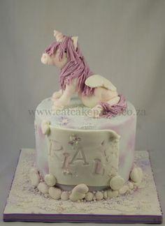 unicorn cake like the marbled fondant