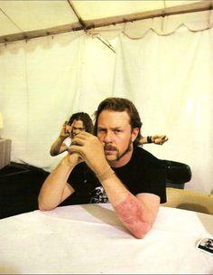 James Hetfield, and the photo-bomber! James Hetfield, Jason Newsted, Kirk Hammett, My Heart Hurts, Tumblr, Wattpad, Music Guitar, Women In History, Ancient History
