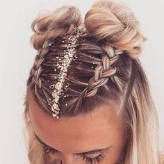 Fun and festive hairstyle for NYE by :: NYE Hairstyles for women NYE hair Hairstyle inspiration Hairstyles with glitter Topknot buns french braid hairstyles clip in extensions French Braid Hairstyles, Pretty Hairstyles, Easy Hairstyles, Two Buns Hairstyle, Hairstyle Ideas, Hairstyles For Women, Hairstyles For Medium Length Hair, Style Hairstyle, Boxer Braids Hairstyles