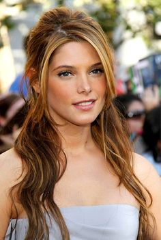 One of my all-time favorite Ashley Greene looks! Love the warmth of her hair around her face with the waves and half up. Stunning!