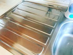 20 Cleaning Hacks That Can Save You a Ton of Money and Time Simple Life Hacks, Sheet Pan, Cleaning Hacks, Money, Health, Salud, Silver, Health Care