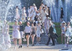 Chanel  #chanel #PFW #Paris Fashion Week #chic #models #couture #moda #style #glam #karl largefield