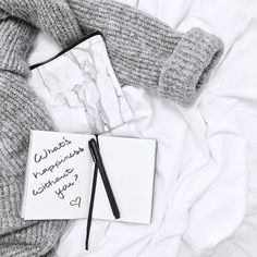 • H A P P Y  F R I D A Y • the weekend is almost here folks! ✨  •  •  •  #goodmorning #friday #fridaymorning #happyfriday #december #winter #winterfeeling #chunkyknits #knitwear #greyscale #onthebed #whitesheets #flatlay #flatlaystyle #flatlayoftheday #flatlaytoday #photostylist #photostyling #styling #photography #photooftheday #pictureoftheday #picoftheday #potd #instadaily #instagood #snapseed #handlettering #typography #handwriting