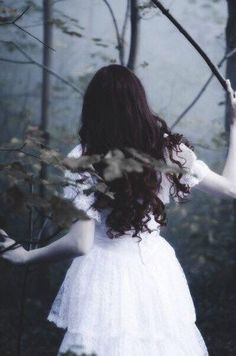 Ghost Bride / girl in woods or forest / lost / running Foto Fantasy, Dark Fantasy, Story Inspiration, Character Inspiration, Writing Inspiration, Ghost Bride, Poses Photo, Photo Portrait, Fantasy Photography