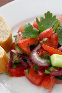 Rezept für Tomatensalat mit türkischen Einflüssen #Salat #Tomaten #Sommer #Wild #Rezept