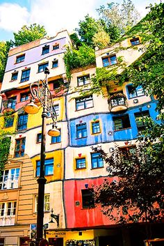 One of the coolest places in Vienna! Friedensreich Hundertwasser's Hundertwasserhaus - Vienna (1983-86)
