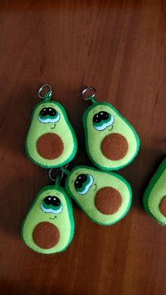 Felt avocado keychain, gift for avocado lover, gift for couple, bbf gift Easy Felt Crafts, Felt Diy, Fun Crafts, Crafts For Kids, Crafts With Felt, Felt Fruit, Felt Food, Diy Craft Projects, Sewing Projects