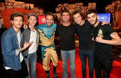 Digital Spy reports, Simon Cowell has finally broken his silence on his chart-topping group One Direction's impending hiatus. Niall Horan and Louis Tomlinson announced earlier this week that One Direc. One Direction Break Up, Malik One Direction, Members Of One Direction, Michael Fassbender, 1d Day, Five Guys, Simon Cowell, British Boys, Niall Horan