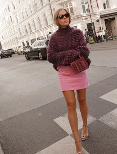 London Autumn Fashion Trends: wears an oversized jumper best sophisticated work attire and office outfits for women Fashion Week, Fashion Brand, New Fashion, Fashion Outfits, Womens Fashion, Fall Outfits, Fall Fashion Trends, Fashion Edgy, Grunge Fashion