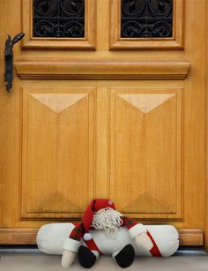 Many Santa Claus variations - all with free pattern - gratis Schnittmuster zu… Felt Christmas Decorations, Christmas Crafts, Xmas, Holiday Decor, Door Draught Stopper, Door Stopper, Draft Stopper, Ded Moroz, Easy Sewing Projects