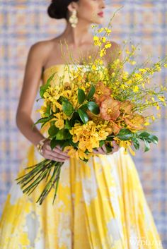 This oversized #bouquet features gorgeous forsythia branches that add height and dimension | Photography By: 5ive15ifteen Photo Company | WedLuxe Magazine | #WedLuxe #wedding #luxury #luxurywedding #weddinginspiration