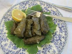Canela kitchen: Grape leaves stuffed with rice and ground beef (Hojitas de parra rellenas con arroz y carne)
