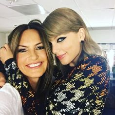 Taylor with a fan at the 2015 VMAs!