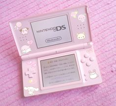 Do you love pink? This Nintendo DS is so cool 💕🌸 🌈 🌈 🌈 ~Not relevant~ Cute Pink, Pretty In Pink, Wallpaper Makeup, Orange Pastel, Kawaii Room, Gamer Room, Cute Games, Retro Aesthetic, Aesthetic Objects